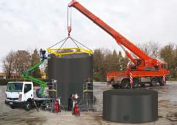 Serbatoio antincendio in fase di montaggio